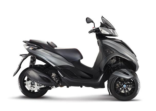 Moto modelo yourban it 300 ie sport color negro y gris.